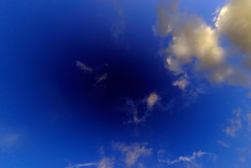 Der Himmel ueber Wuelfrath durch das 10.5mm Objektiv